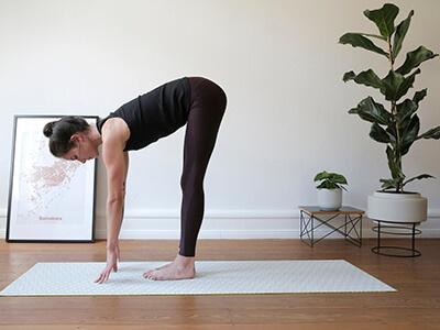 LAESSIG-Yoga-Love-Entspannung-Tipps-Asana-Vorwaertsbeuge6G2DiT40NJeZ2