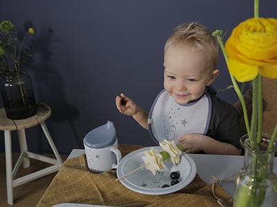 LAESSIG-Gesunde-Snacks-Tipps-Eltern-und-Kind-Kindergeschirr