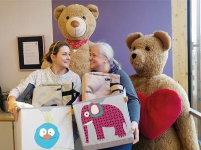 LAESSIG-We-Care-Kinderhospiz-Baerenherz-Spenden-bergabe-Verantwortung