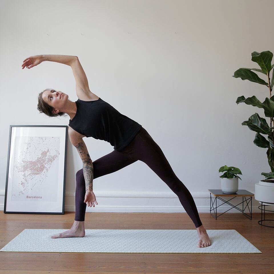 LAESSIG-Asana-der-Woche-Im-Dreieck-zu-Neuem-finden-Meditation-Achtsamkeit-Yoga-Love