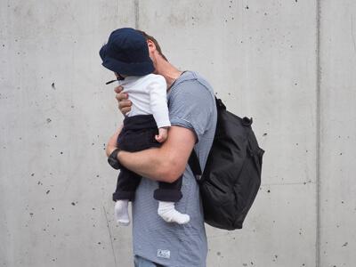LAESSIG-Wickelrucksack-Tyve-Backpack-Vater-und-Sohn-H-ande-frei-zum-Wickeln
