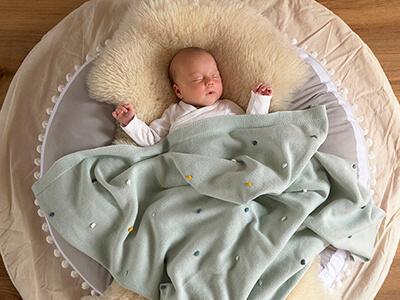 LAESSIG-Produkt-Neuheiten-2019_2020-Baby-Knitted-Wear-Decke-Garden-Explorer