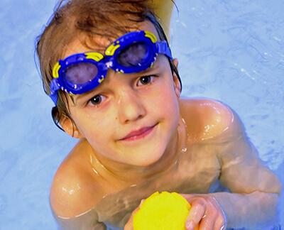 LAESSIG-We-Care-DKRS-Schwimmtherapie