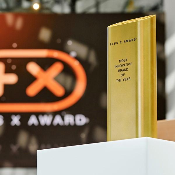 LAESSIG-Plus-X-Award-2018-AWARD-Auszeichnung5b72a85533faf