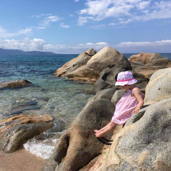LAESSIG-Tipps-Urlaub-mit-Baby-und-Kind-Was-muss-in-die-Reiseapotheke