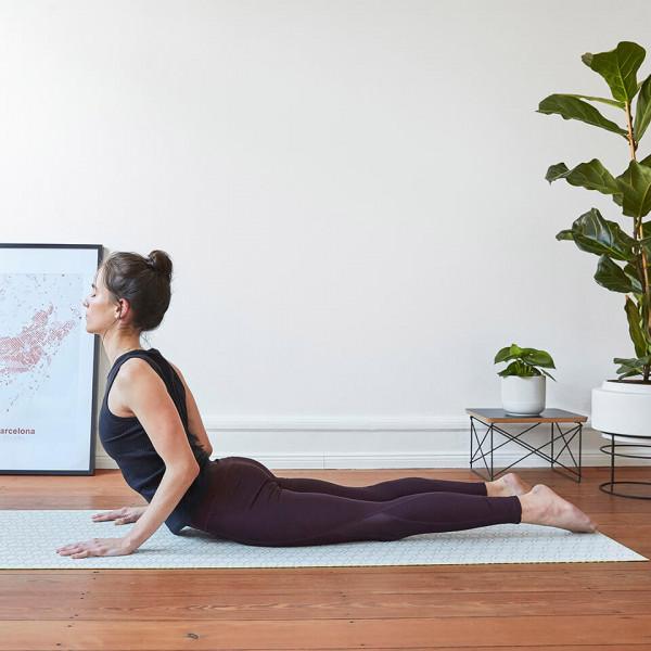 LAESSIG-Asana-der-Woche-Kobra-Yoga-Love-Tipps-Entspannung