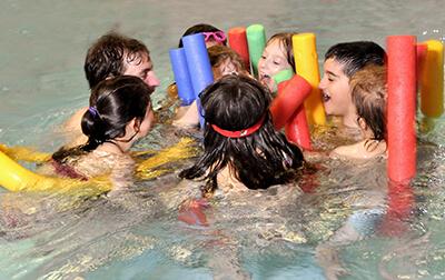 LAESSIG-We-Care-Schwimmtherapie-Engagement