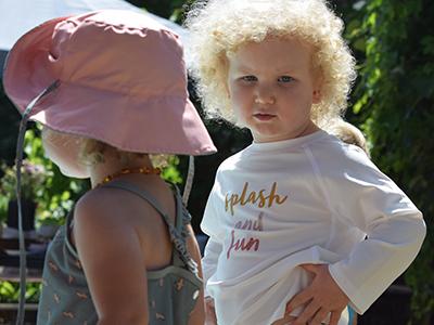 LAESSIG-Tipps-Sonnenschutz-Sonnenhut-Baden-mit-Baby-und-Kleinkind