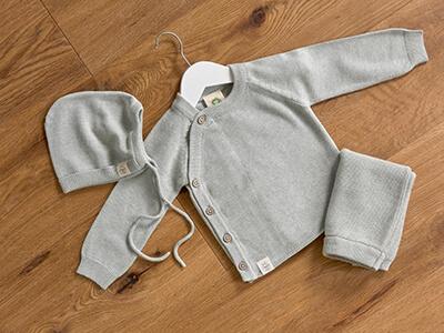 LAESSIG-Produkt-Neuheiten-2019_2020-Baby-Feinstrickkleidung-Muetze-Jacke-Hose-Garden-Explorer