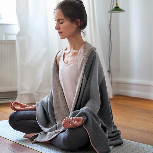 LAESSIG-Yoga-Love-Tipps-zur-Entspannung-Lotus-Asana