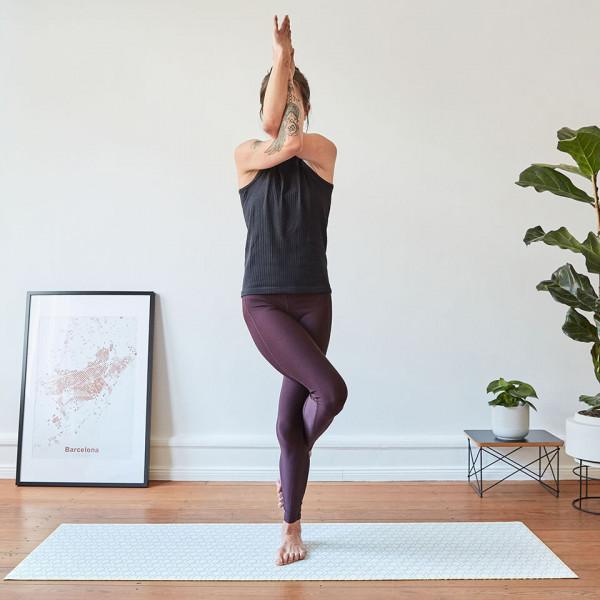 LAESSIG-Yoga-Love-Asanas-Adler-Yogauebungen-Kraft-tanken