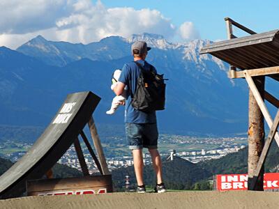 LAESSIG-Wickelrucksack-Tyve-Backpack-Vater-und-Sohn-Unterwegs